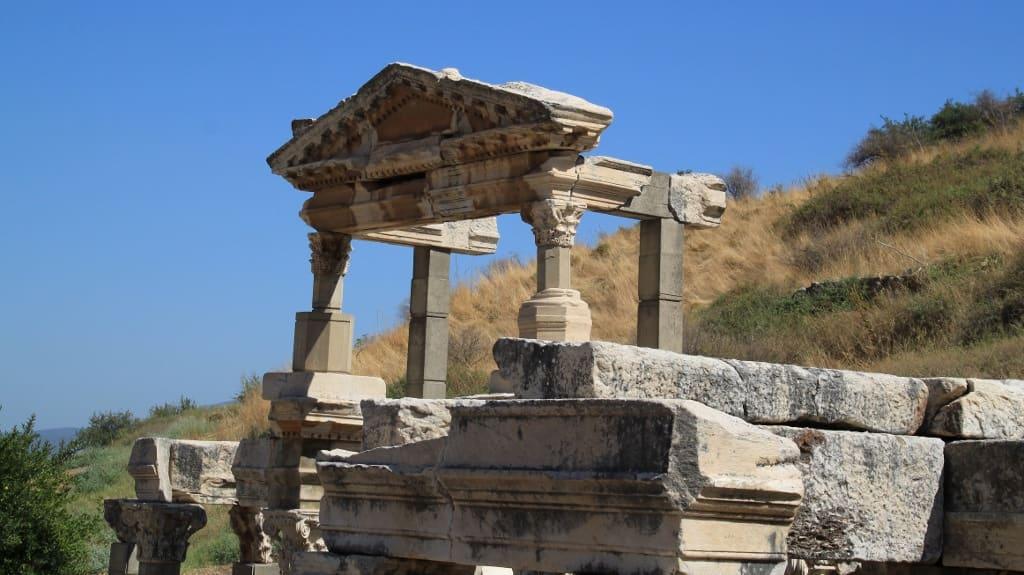Efeso-fonte-trajano