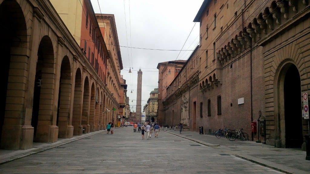 Uma das ruas centrais de Bologna