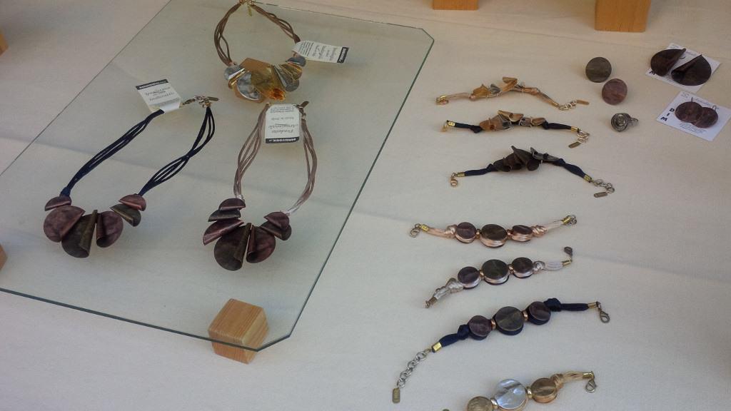 Gosto e técnica nos artigos à venda em muitas feiras milaneses