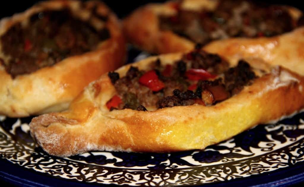 Pide turco - pãozinho aberto recheado