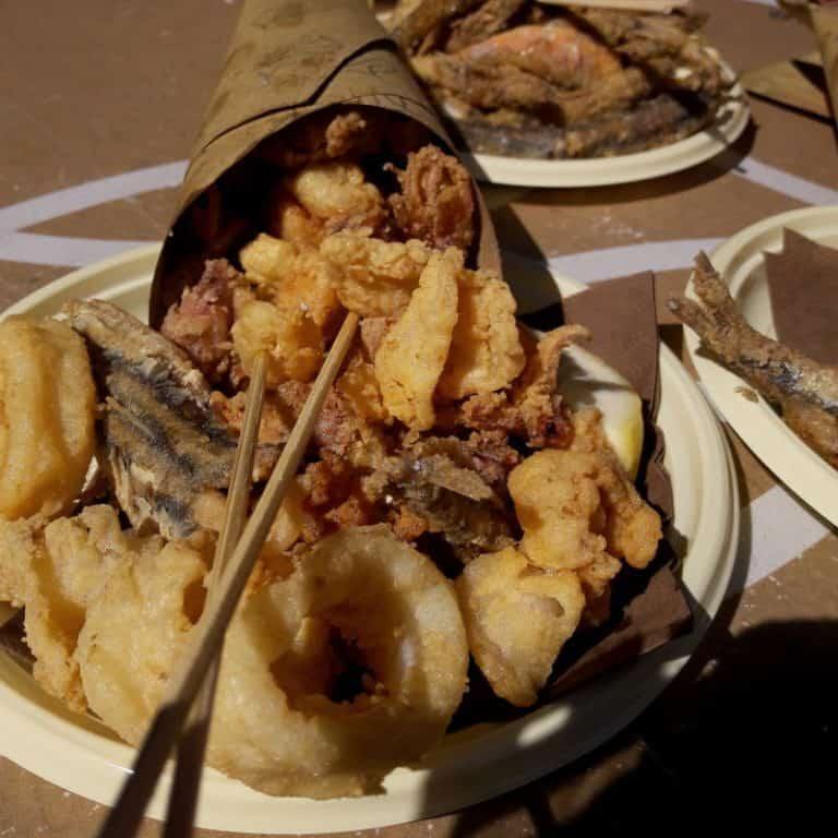 cartoccio di pesce fritto