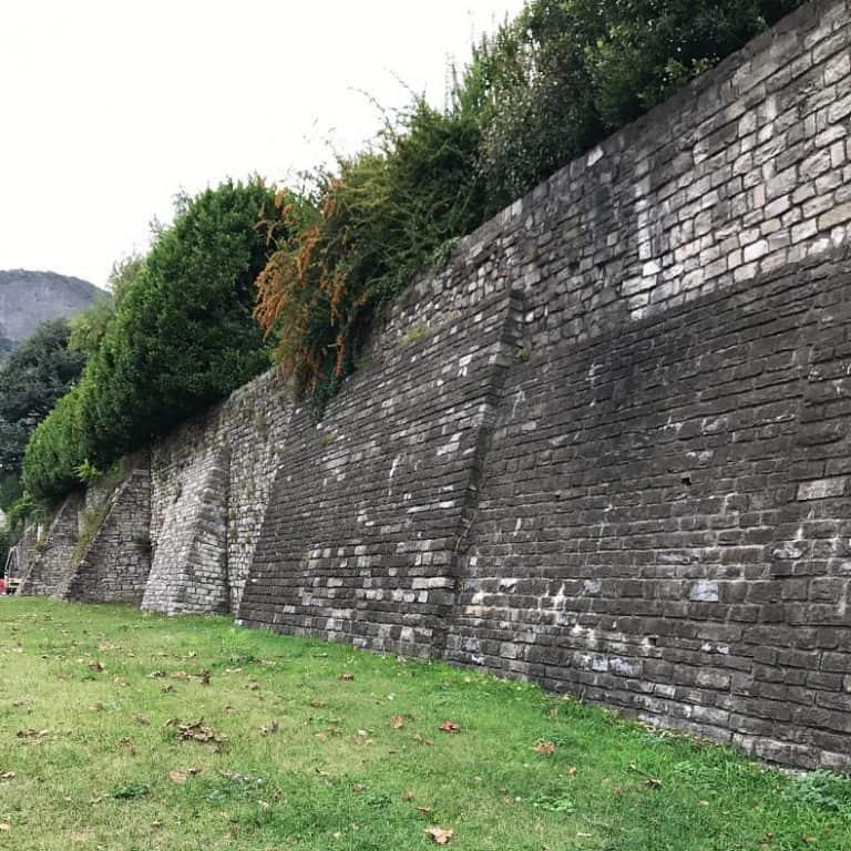 Muralhas medievais em Como