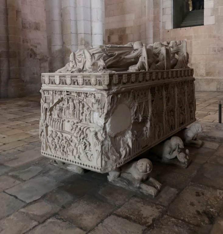 Túmulo de D. Inés