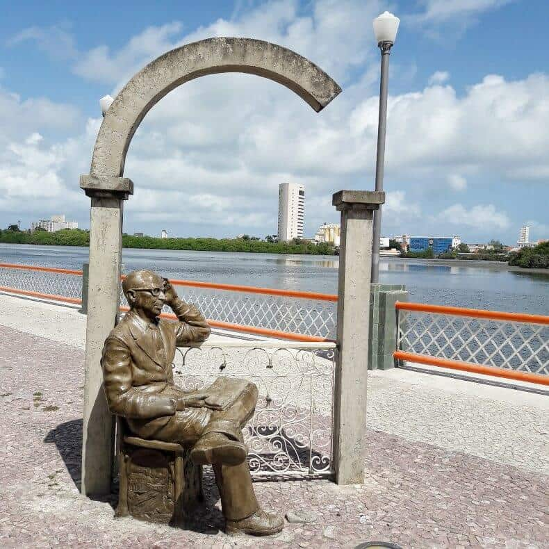 estátua de Manuel Bandeira